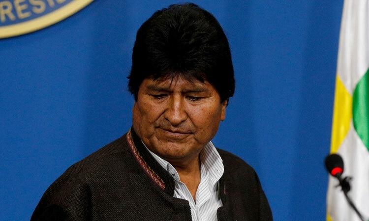 Evo Morales tại một cuộc họp báo ngày 10/11, trước thời điểm tuyên bố từ chức. Ảnh: Reuters.