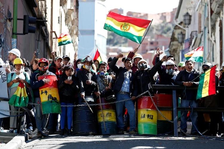 Biểu tình phản đối chính quyền ở La Paz ngày 9/11. Ảnh: Reuters.
