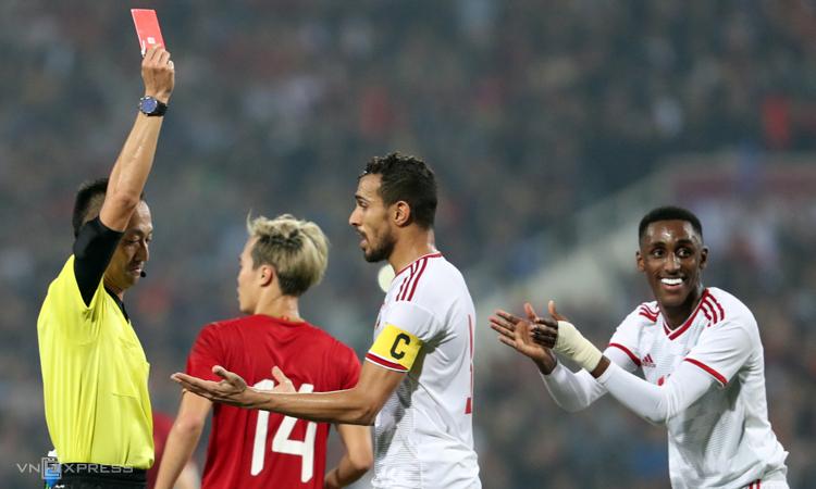 Hy vọng đi tiếp ở vòng loại World Cup 2022 của UAE nhận thêm một bước lùi sau trận thua Việt Nam, tờ Thenational giật tít. Ảnh: Đức Đồng.