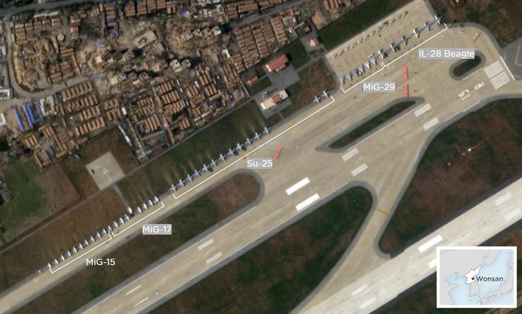 Tiêm kích và cường kích ở bãi đỗ sân bay Wonsan hôm 13/11. Ảnh: Planet Labs.