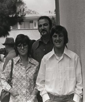Jim Sullivan cùng vợ và con trai vào những năm 1970. Ảnh: NYTimes.
