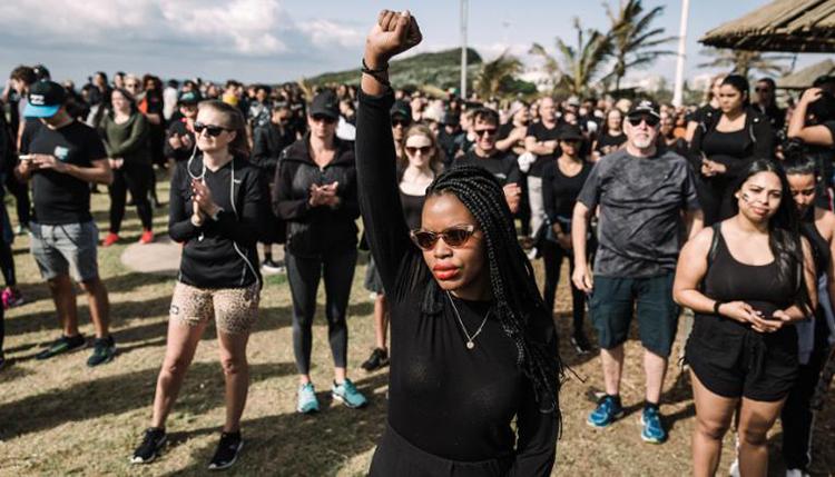 Người biểu tình phản đối bạo lực giới ở thành phố Durban, Nam Phi hồi tháng 9. Ảnh: AFP