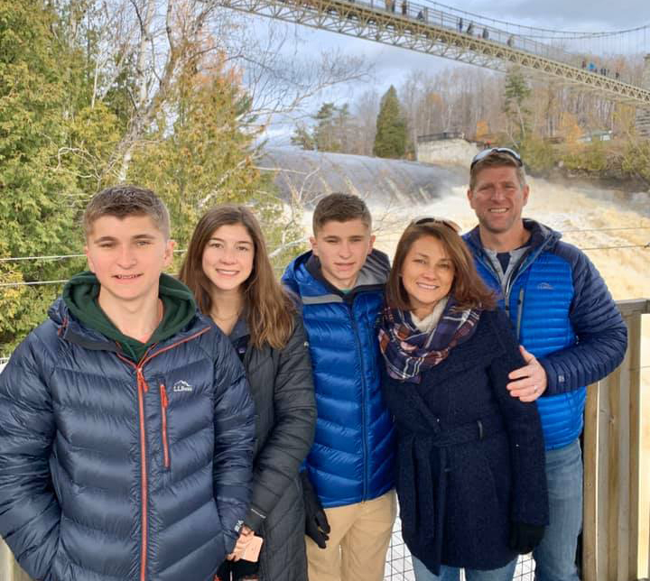 Small cùng chồng con trong chuyến thăm Canada hồi đầu tháng. Ảnh: Nhân vật cung cấp