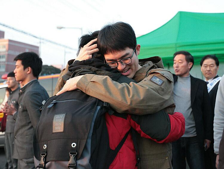 Học sinh Hàn Quốc tham dự kỳ thi CSAT. Ảnh: Douglas/Flickr