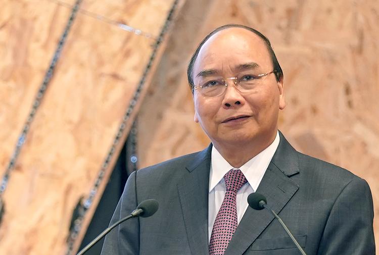 Thủ tướng Nguyễn Xuân Phúc phát biểu tại diễn đàn sáng 16/11. Ảnh: VGP