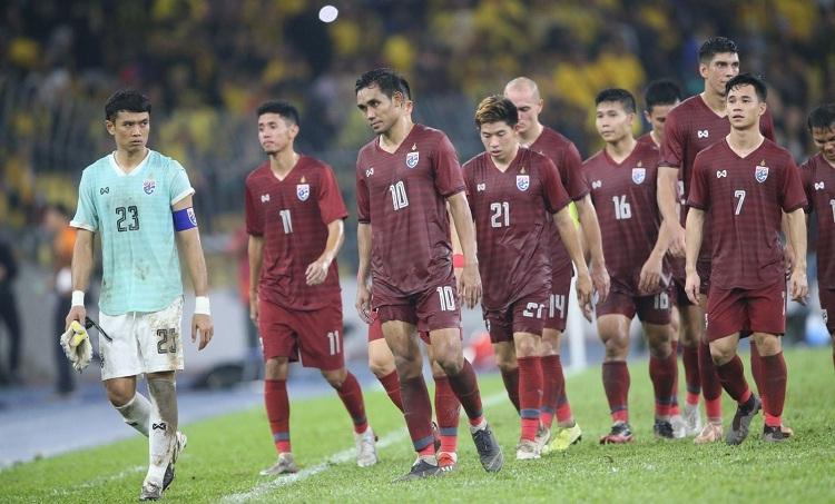 Tình cảnh của Thái Lan trở nên khó khăn sau trận thua Malaysia. Ảnh: Siam Sports.
