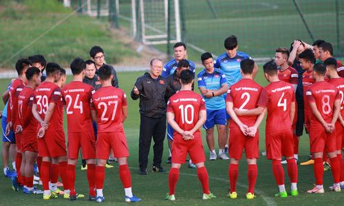 Việt Nam luyện chiến thuật cho trận đấu Thái Lan