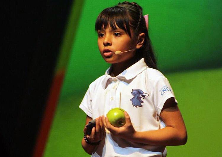 Adhara Pérez có điểm IQ là 162, cao hơn điểm IQ của thiên tài Albert Einstein và nhà vật lý Stephen Hawking 2 điểm. Ảnh: Ricardo B.Salinas.
