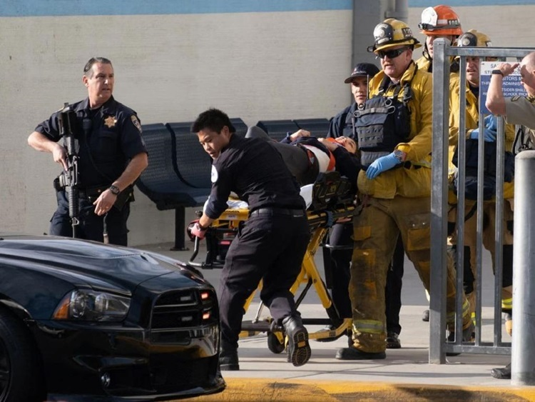 Police took the injured to emergency after the shootings at Saugus school, california on 14/11. Photo: Australscope.