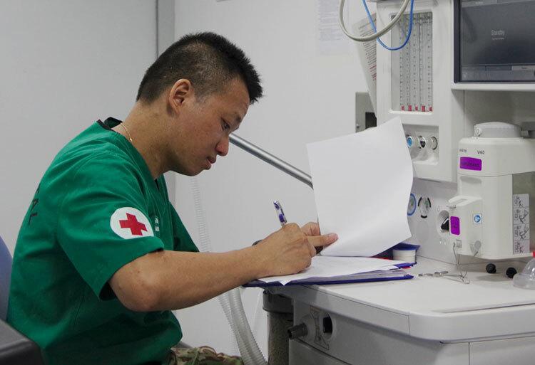 Trước ngày lên đường, đại uý Lê Hồng Thanh có hai năm huấn luyện, với trở ngại lớn nhất là học ngoại ngữ. Ảnh: NVCC.