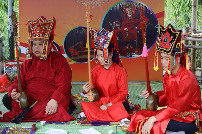 Nghệ nhân tái hiện nghi lễ Lẩu Then