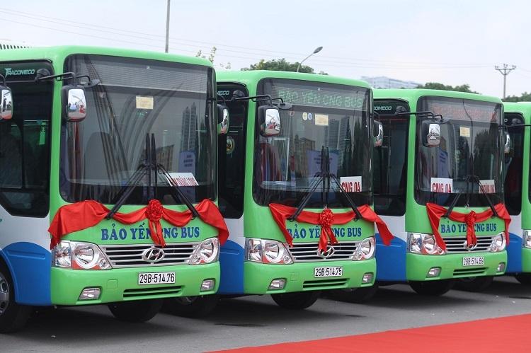 Hà Nội có thêm 4 tuyến buýt xử dụng nhiên liệu sạch. Ảnh: Gia Chính