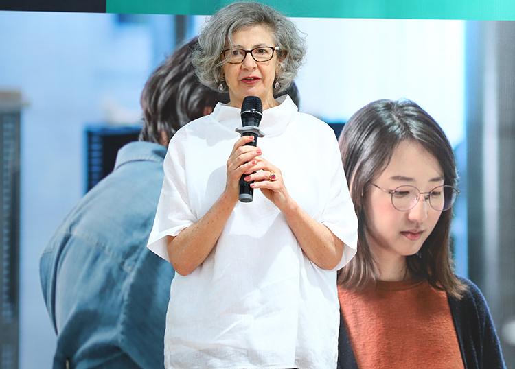 bà Karlene Davis, Tổng Lãnh sự kiêm Tham tán Thương mại New Zealand tại Việt Nam đánh giá cao những bạn trẻ có tư duy bền vững.