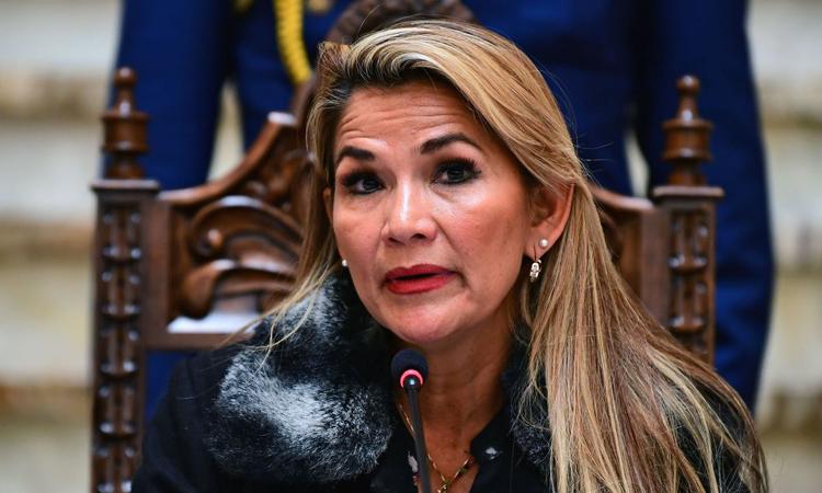 Tổng thống lâm thời Bolivia Jeanine Anez phát biểu trong cuộc họp báo tại thủ đô La Paz hôm 15/11. Ảnh: AFP.