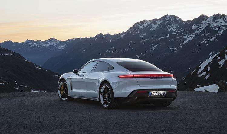 Porsche Taycan, xe chạy điện đầu tiên của hãng. Ảnh: Porsche