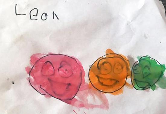 Bức tranh giúp Leon nhận ra mình không cô độc. Ảnh: Lana Hallowes