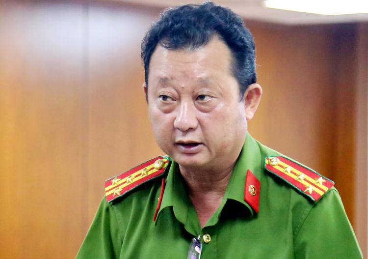 Đại tá Nguyễn Hoàng Thắng nói về việc điều tra vụ án. Ảnh: Hữu Công.