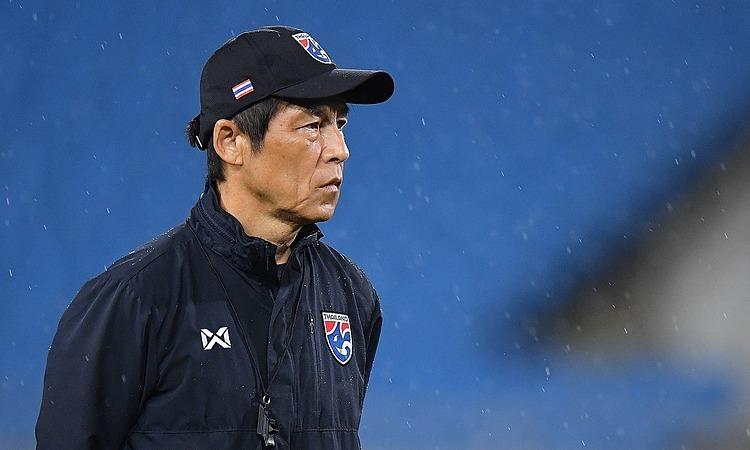 HLV Nishino bị chê trách sau khi nhận thất bại đầu tiên trước Malaysia hôm 14/11. Ảnh: Changsuek.