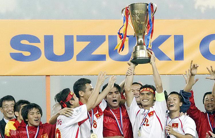 Tài Em (22) và các đồng đội từng vượt qua Thái Lan với tổng tỷ số 3-2 sau hai trận chung kết AFF Cup 2008 để lên ngôi vô địch tại Mỹ Đình tối 28/12/2008. Ảnh: Đức Đồng.