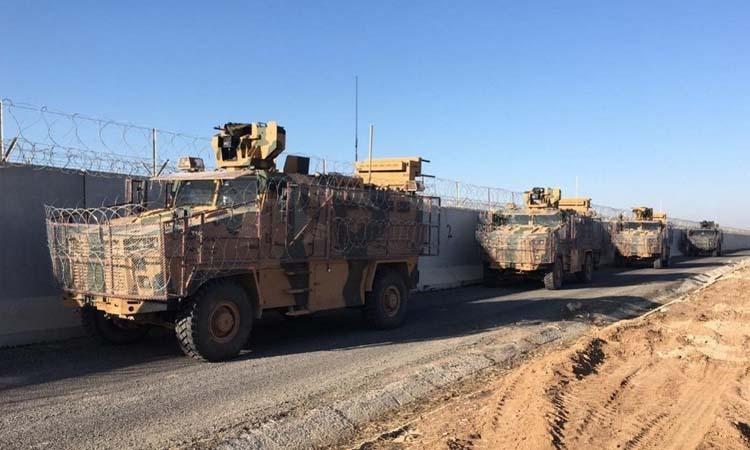Các xe tuần tra của quân đội Nga và Thổ Nhĩ Kỳ tại thành phố Kobani, miền bắc Syria hôm 18/11. Ảnh: Anadolu.