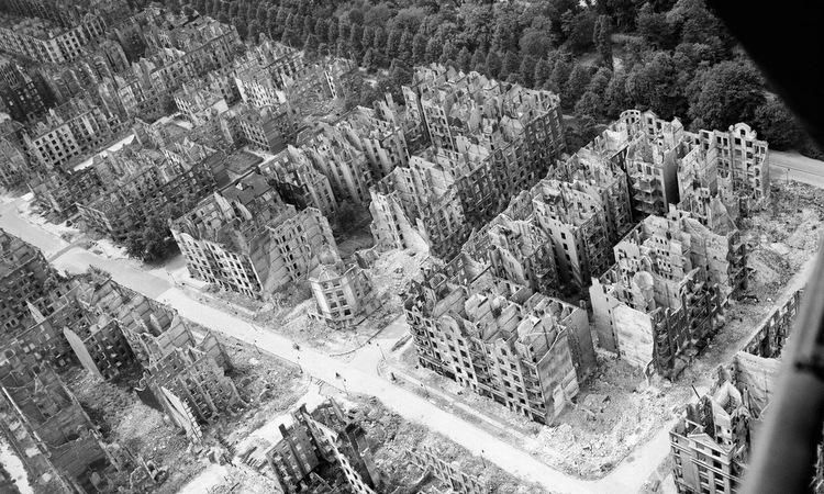 Một góc Hamburg sau đợt không kích của Đồng minh. Ảnh: IWM.