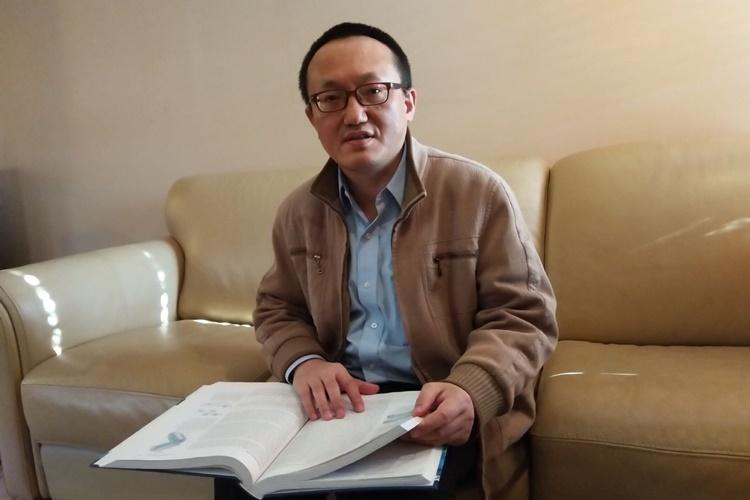 Giáo sư Đại học Kansas, Mỹ, Franklin Feng Tao. Ảnh: WSJ.