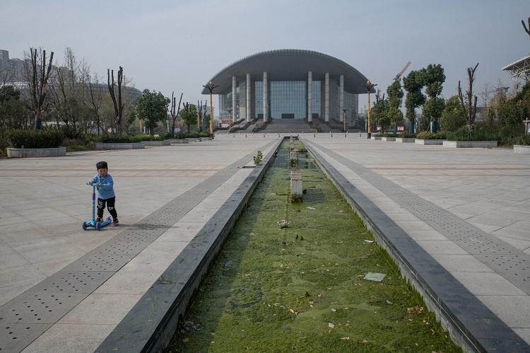 Trung tâm Hội nghị tầm cỡ quốc gia ở Nhữ Châu thường trong tình trạng không sử dụng. Ảnh: The New York Times.