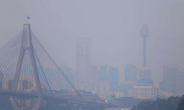 Khói cháy rừng bao phủ Sydney sáng 19/11. Ảnh: Telegraph.