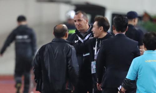 Park Hang-seo phản kháng trợ lý HLV Thái Lan Sea Games 2019 - VnExpress