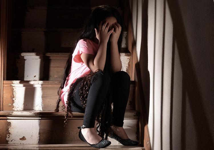 Bé gái 11 tuổi ở tỉnh Hồ Nam bị ép làm việc trong quán karaoke và cưỡng hiếp nhiều lần. Ảnh minh hoạ: SCMP