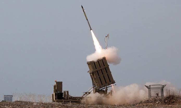 Hệ thống Iron Dome khaia hỏa đánh chặn rocket của Hamas năm 2012. Ảnh: IDF.