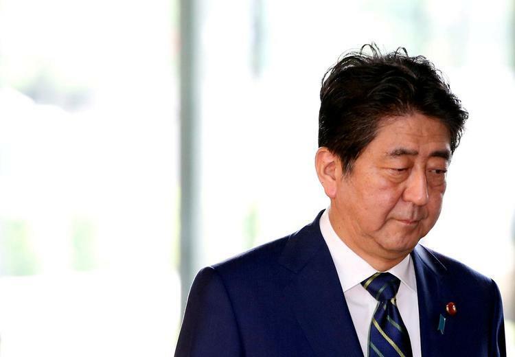 [Thủ tướng Nhật Bản Shinzo Abe tại văn phòng làm việc ở Tokyo, tháng 7/2017. Ảnh: Reuters.