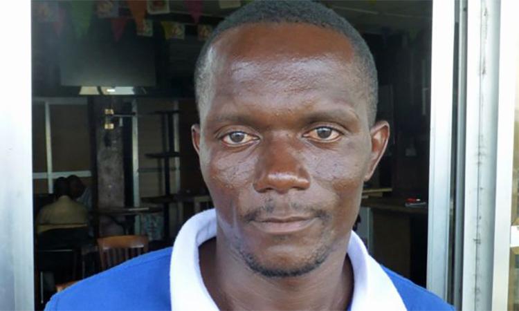 Umar, anh trai của Alimamy. Ảnh: BBC.