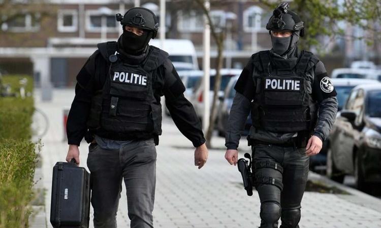 Cảnh sát Hà Lan tại hiện trường một vụ xả súng ở Utrecht hồi tháng ba. Ảnh: Reuters.