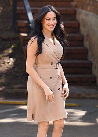 Mẫu váy kèm thắt lưngMeghan diện tại Johannesburg, Nam Phi được nhiều người ưa chuộng. Ảnh: AFP