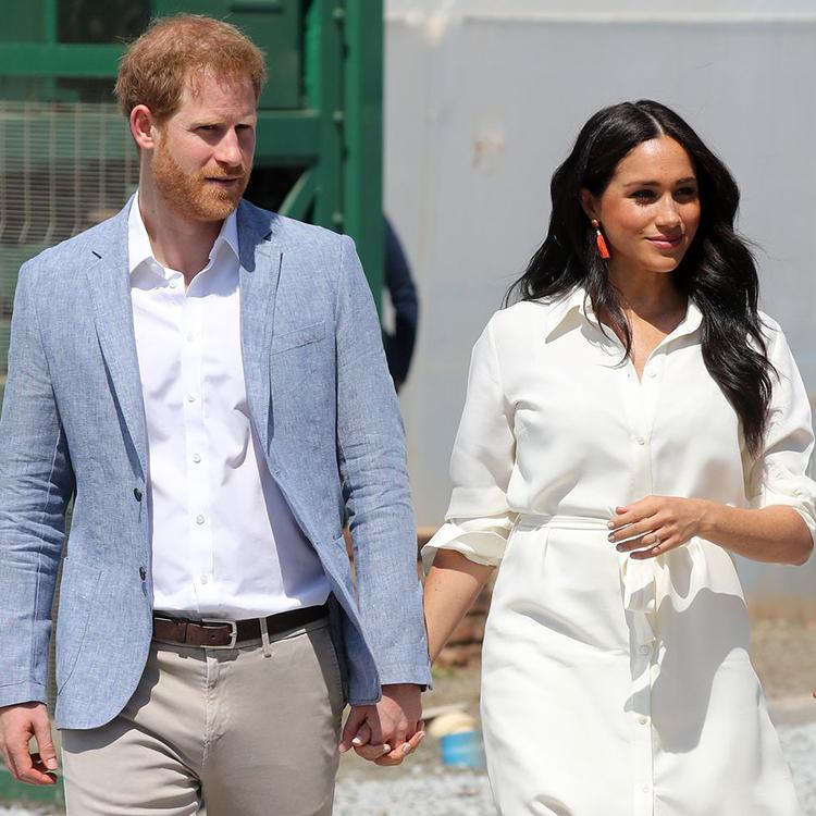 Vợ chồng Harry - Meghan trong chuyến thăm châu Phi hồi tháng 10. Ảnh: AFP