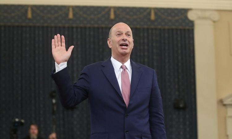 Đại sứ Mỹ tại EU Gordon Sondland trong phiên điều trần của Ủy ban Tình báo Hạ viện ngày 20/11. Ảnh: Reuters.