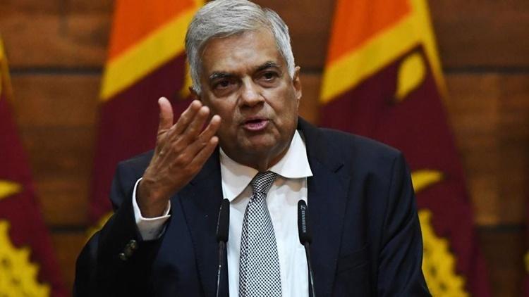 Thủ tướng Sri Lanka Ranil Wickremesinghe phát biểu tại một cuộc họp báo ở thủ đô Colombo hồi tháng 4. Ảnh: AP.