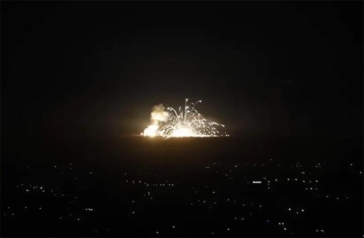 Tên lửa Israel đánh trúng mục tiêu nghi có đặc nhiệm Iran tại thủ đô Damascus, Syria hôm 20/11. Ảnh: Jerusalem Post.