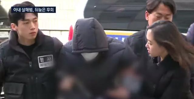 Shin Yong-seok (giữa) bị áp giải đến đồn cảnh sát hôm 19/11. Ảnh: Channel A