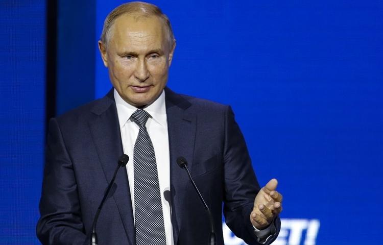 Tổng thống Nga Vladimir Putin phát biểu tại diễn đàn đầu tư Russia Calling ở Moskva hôm 20/11. Ảnh: AP.
