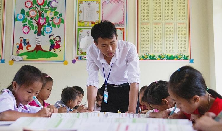 Thầy Đoàn Văn Hồng trong một giờ lên lớp. Ảnh: Thúy Quỳnh