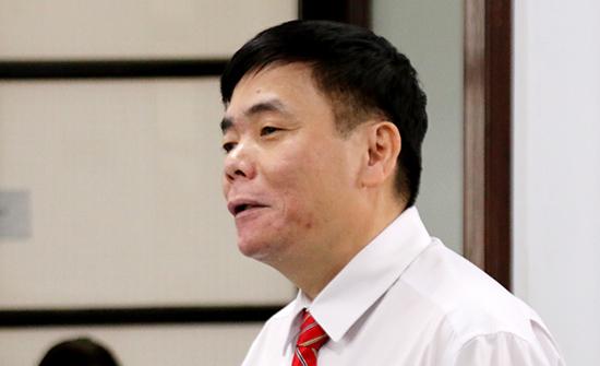 Luật sư Trần Vũ Hải trong phiên xử sơ thẩm tại TAND TP Nha Trang, hôm 15/11. Ảnh: An Phước.