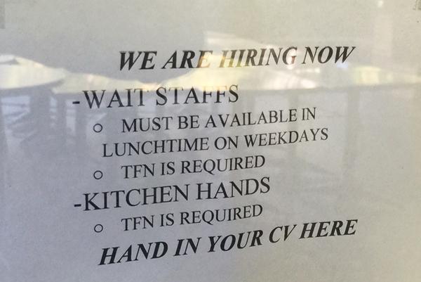 Quảng cáo cần người của một nhà hàng ở trung tâm thành phố Melbourne, Australia. Ảnh: Thoại Giang