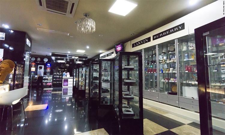 Một gian bán hàng xa xỉ tại bách hóa Triều Tiên. Ảnh: NK News.