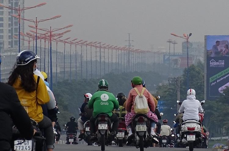 Việc kiểm soát khí thải xe máy được cho là góp phần làm giảm tình trạng ô nhiễm không khí tại TP HCM. Ảnh: Hà An.