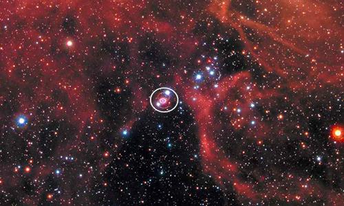 Siêu tân tinh 1987A (khoanh tròn) nằm trong thiên hà Đám Mây Magellan Lớn. Ảnh: Firstpost.
