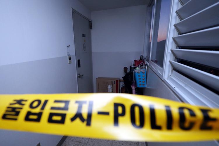 Cảnh sát phong tỏa căn nhà ở Incheon, nơi 4 người được tìm thấy tử vong. Ảnh: Yonhap