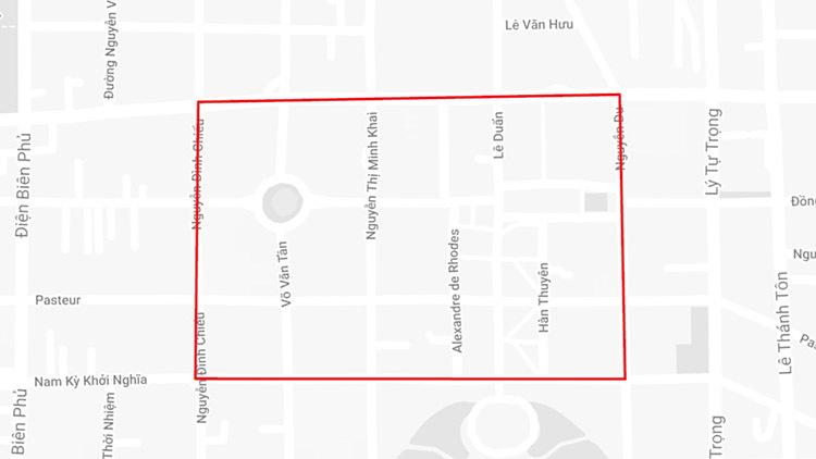 [Caption]Khu vực cấm xe (bên trong đường màu đỏ). Ảnh: Google maps