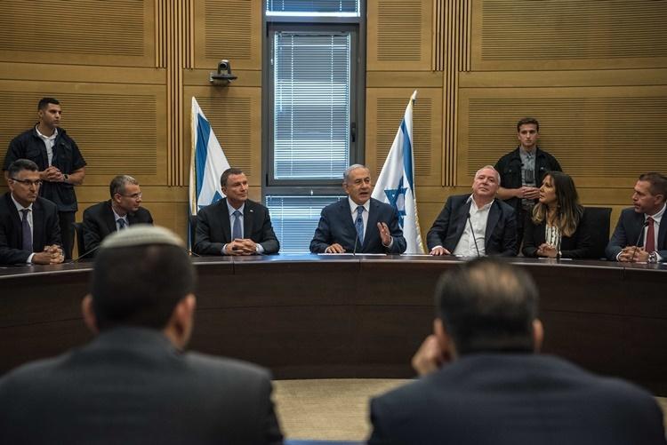 Thủ tướng Netanyahu trong một cuộc họp của đảng hồi tháng 9. Ảnh: NYTimes.